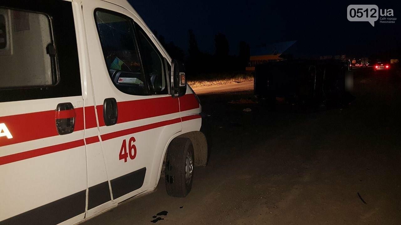 На въезде в Николаев микроавтобус врезался в ВАЗ - есть пострадавшие, - ФОТО, ВИДЕО, фото-17