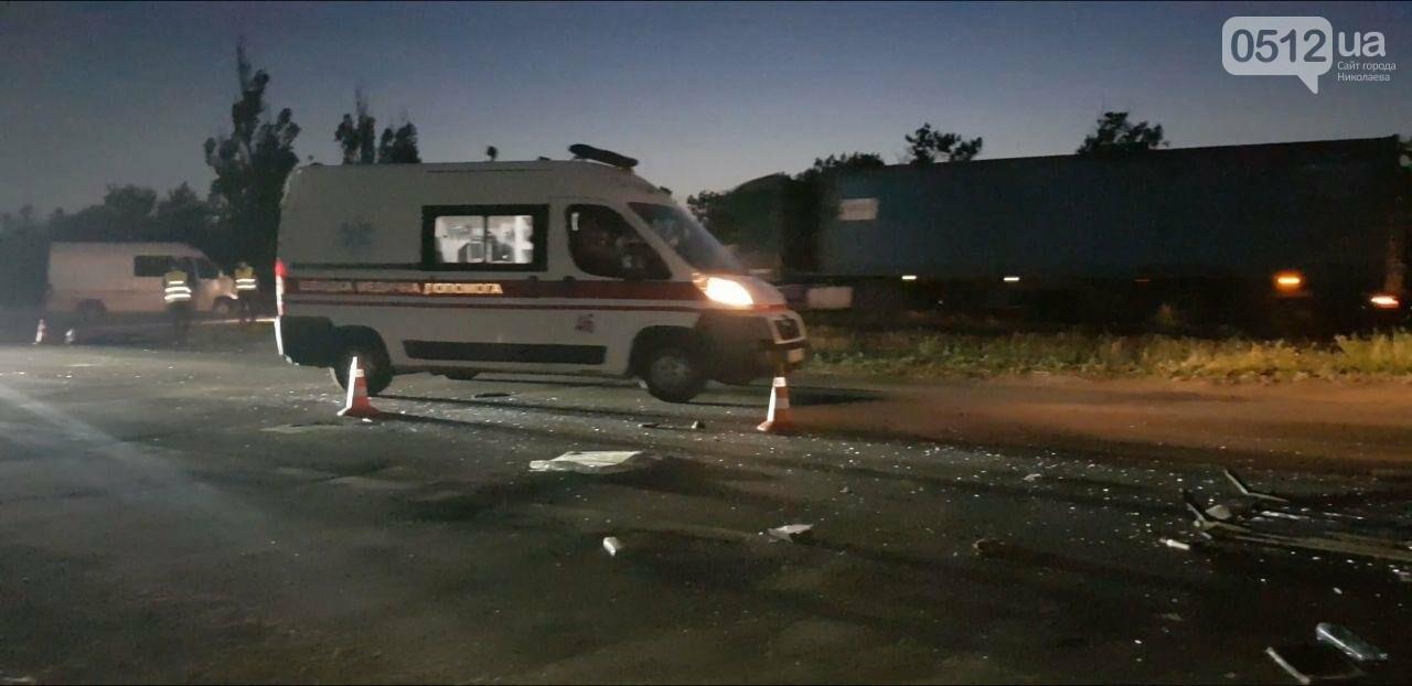 На въезде в Николаев микроавтобус врезался в ВАЗ - есть пострадавшие, - ФОТО, ВИДЕО, фото-20