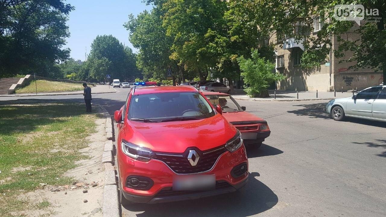 Возле николаевского ОДК столкнулись три автомобиля, - ФОТО, ВИДЕО, фото-2