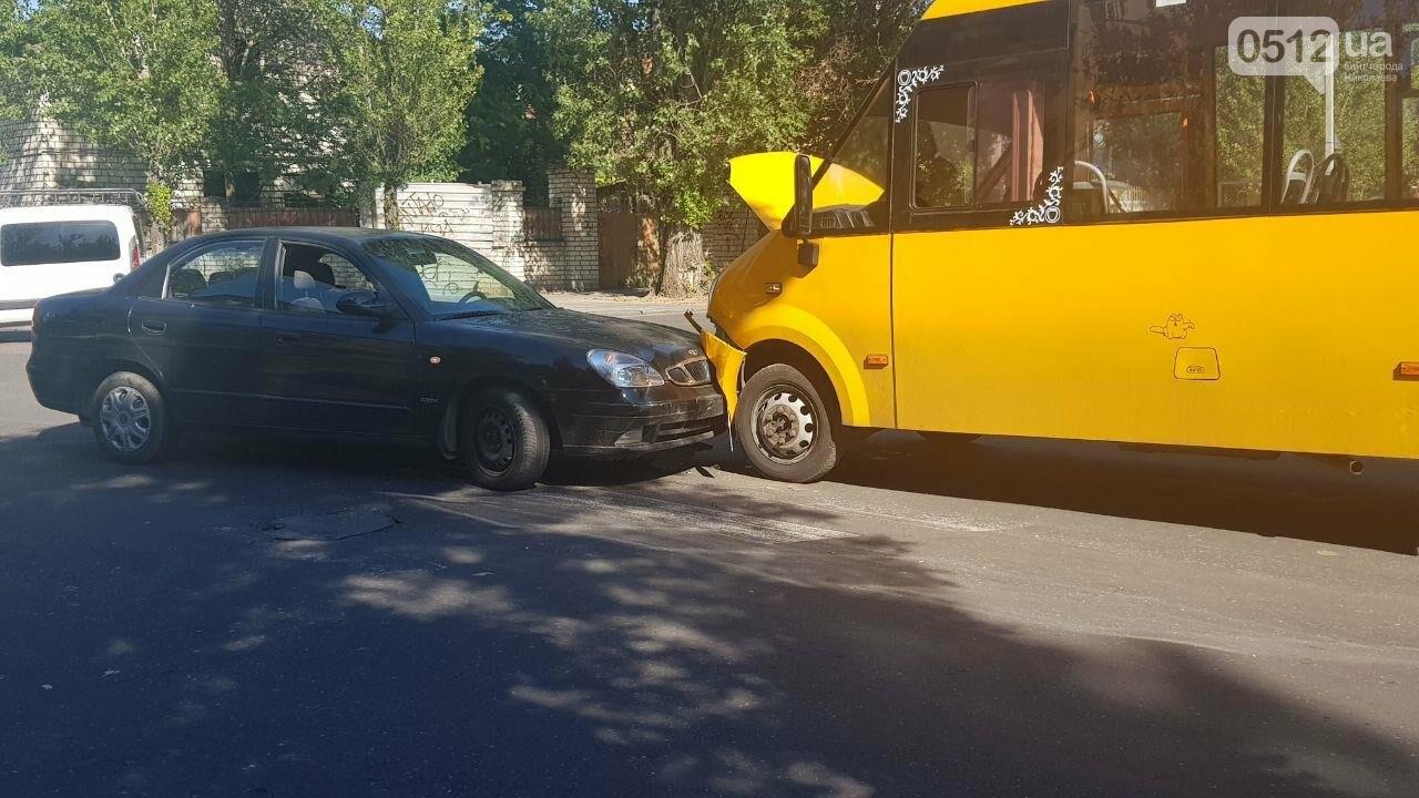 В Николаеве в лобовую столкнулись Daewoo и маршрутка, - ФОТО, ВИДЕО, фото-2