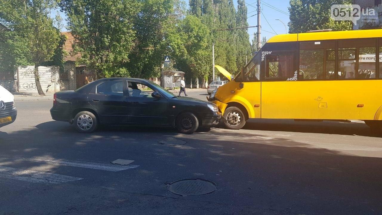 В Николаеве в лобовую столкнулись Daewoo и маршрутка, - ФОТО, ВИДЕО, фото-3