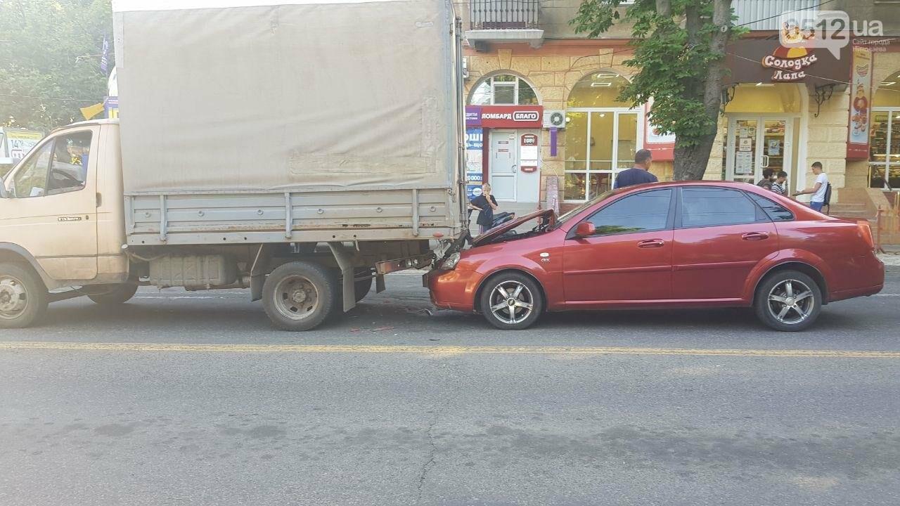 В центре Николаева Chevrolet въехал в ГАЗель, - ФОТО, ВИДЕО, фото-5