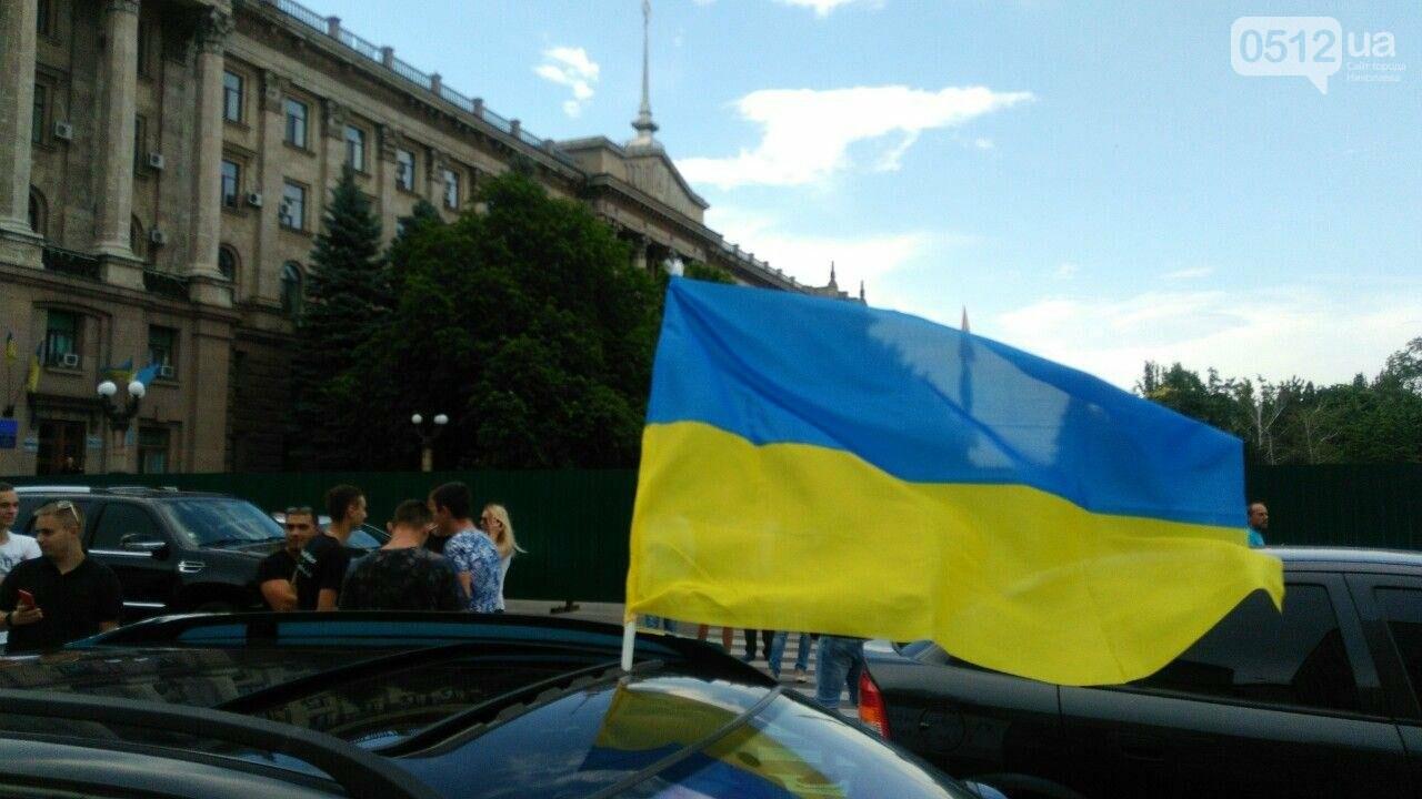 В Николаеве автомобили перекрыли Адмиральскую и требуют отремонтировать дороги, - ФОТО, ВИДЕО, фото-1