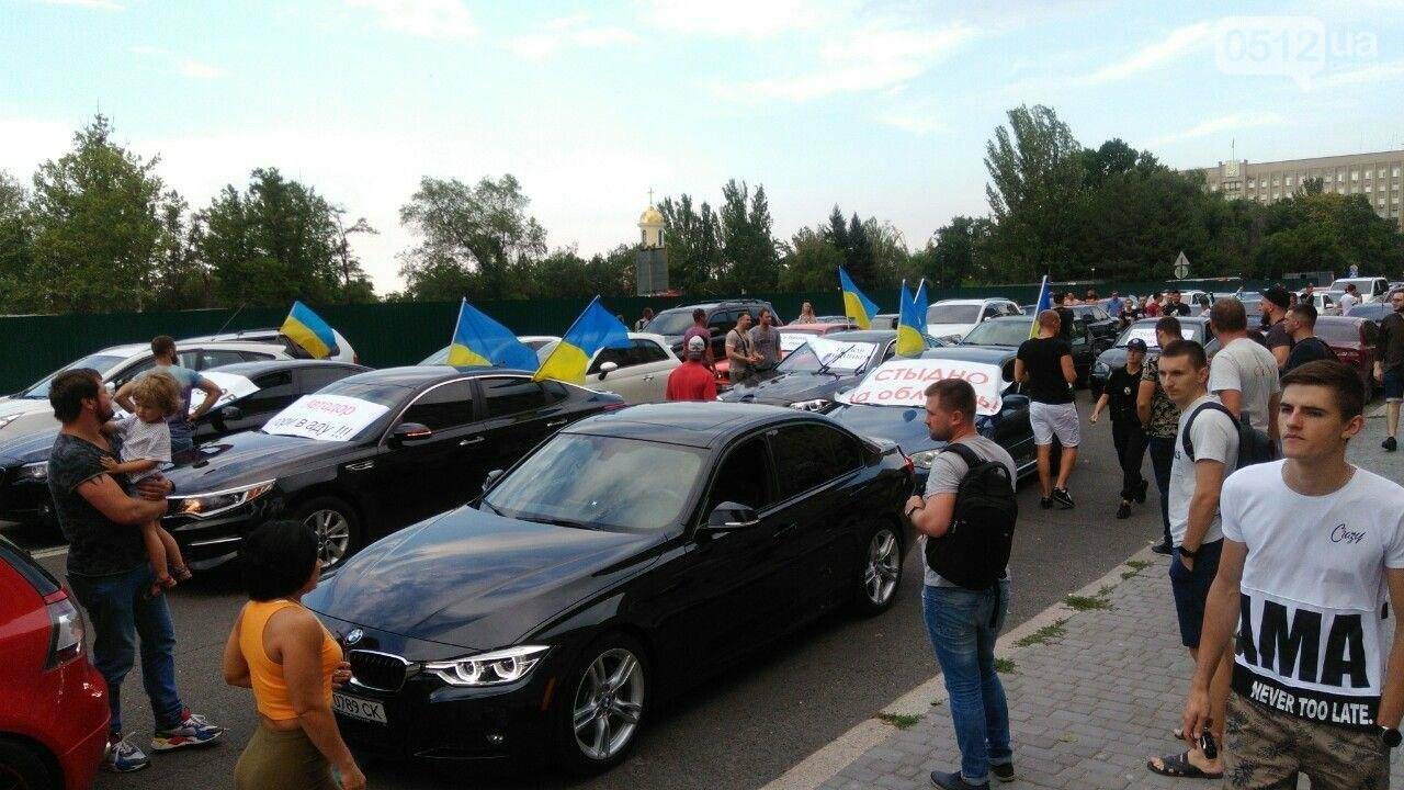 В Николаеве автомобили перекрыли Адмиральскую и требуют отремонтировать дороги, - ФОТО, ВИДЕО, фото-2