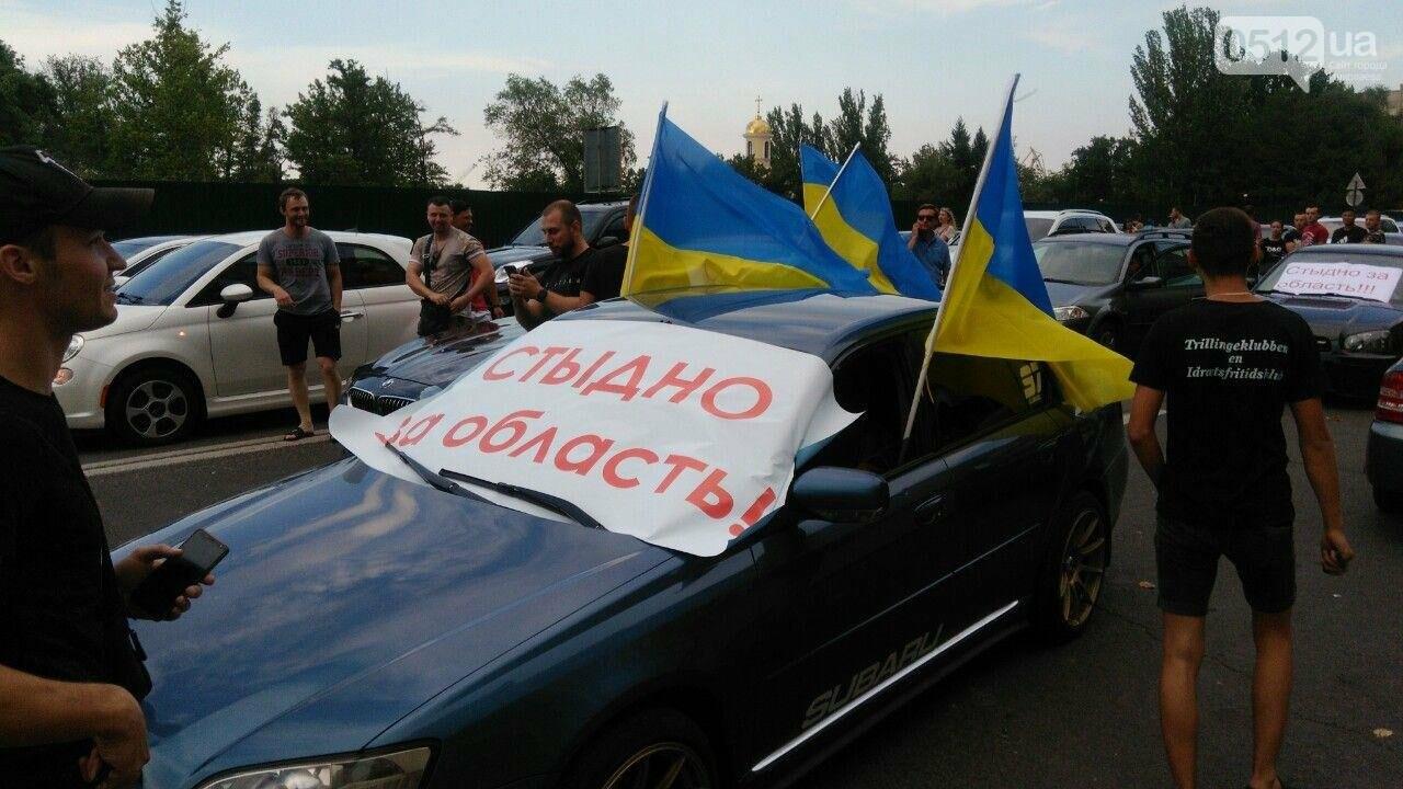 В Николаеве автомобили перекрыли Адмиральскую и требуют отремонтировать дороги, - ФОТО, ВИДЕО, фото-3