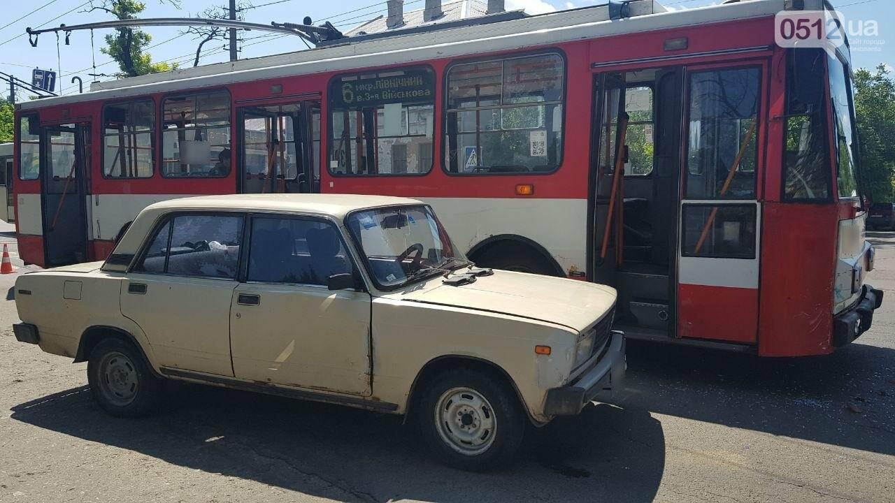 В центре Николаева столкнулись ВАЗ и троллейбус, - ФОТО, ВИДЕО, фото-6