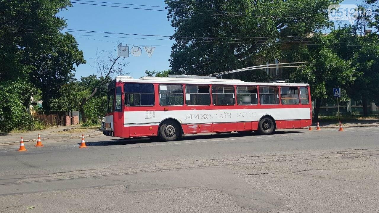 В центре Николаева столкнулись ВАЗ и троллейбус, - ФОТО, ВИДЕО, фото-7