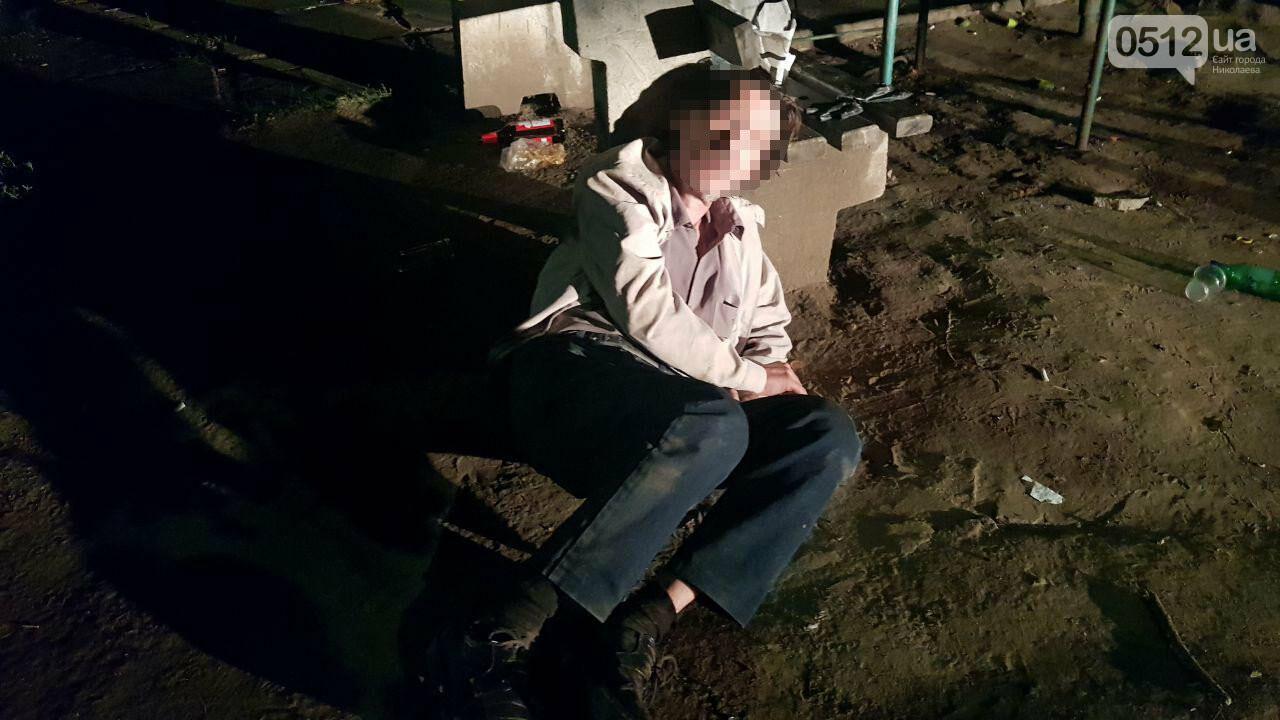 Ночью в Николаеве мужчине стало плохо после выпитого - пришлось вызывать скорую, - ФОТО, ВИДЕО, фото-5