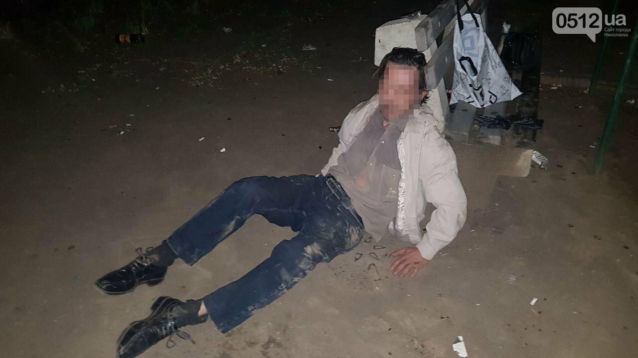 Ночью в Николаеве мужчине стало плохо после выпитого - пришлось вызывать скорую, - ФОТО, ВИДЕО, фото-1