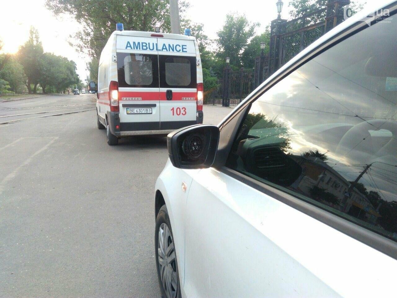 В Николаеве мотоциклист разбил зеркало на автомобиле и скрылся с места ДТП, - ФОТО, фото-3