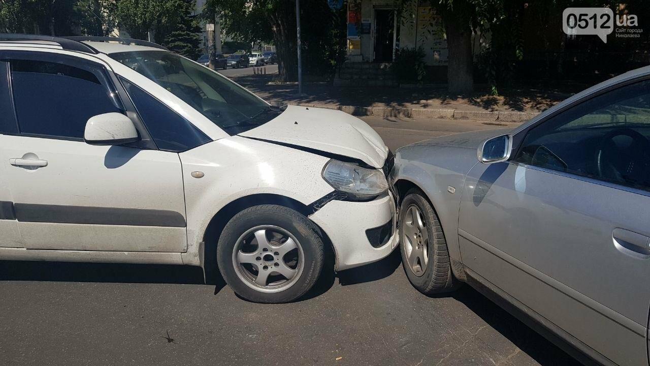 """В Николаеве возле """"Каприки"""" столкнулись две иномарки, - ФОТО, ВИДЕО, фото-5"""
