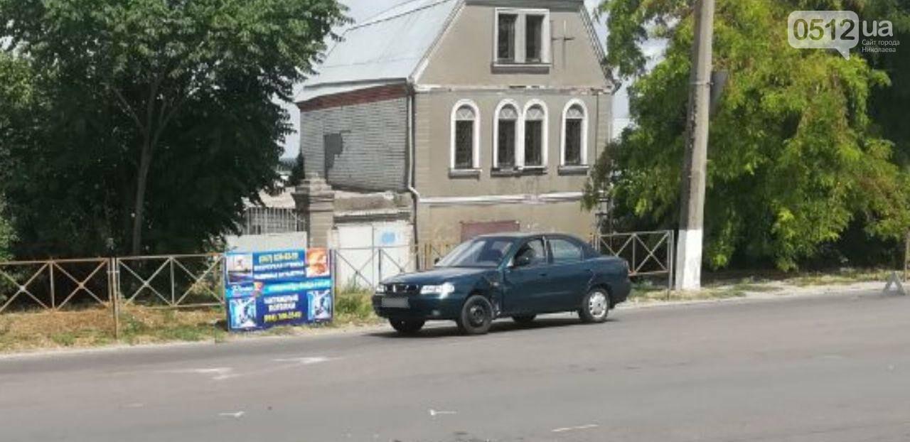"""В Николаеве напротив """"Эпицентра"""" мотоциклист влетел в Daewoo, - ФОТО, фото-1"""