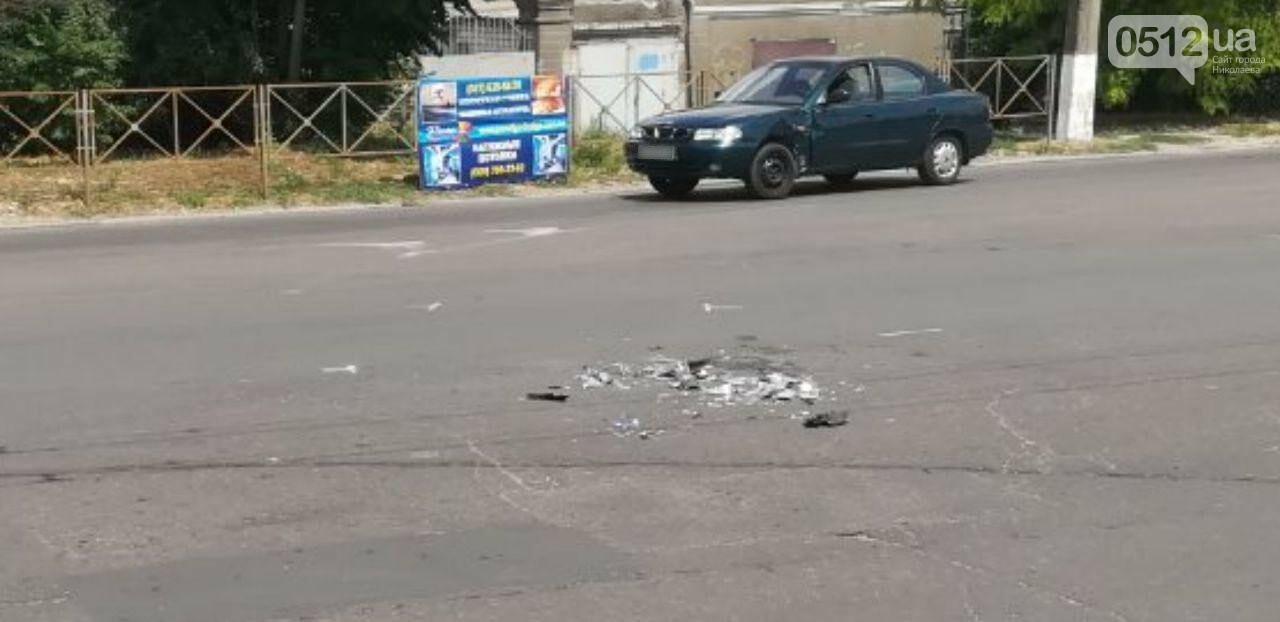 """В Николаеве напротив """"Эпицентра"""" мотоциклист влетел в Daewoo, - ФОТО, фото-2"""