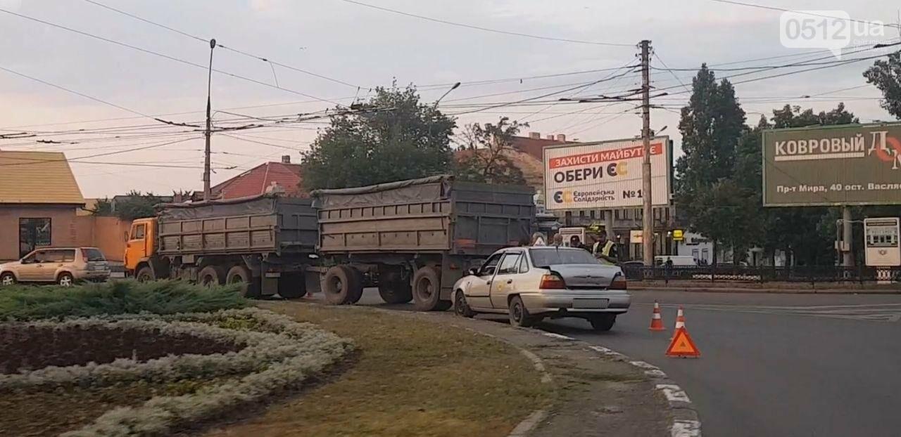 В Николаеве на Пушкинском кольце КамАЗ столкнулся с Daewoo, - ФОТО, фото-3