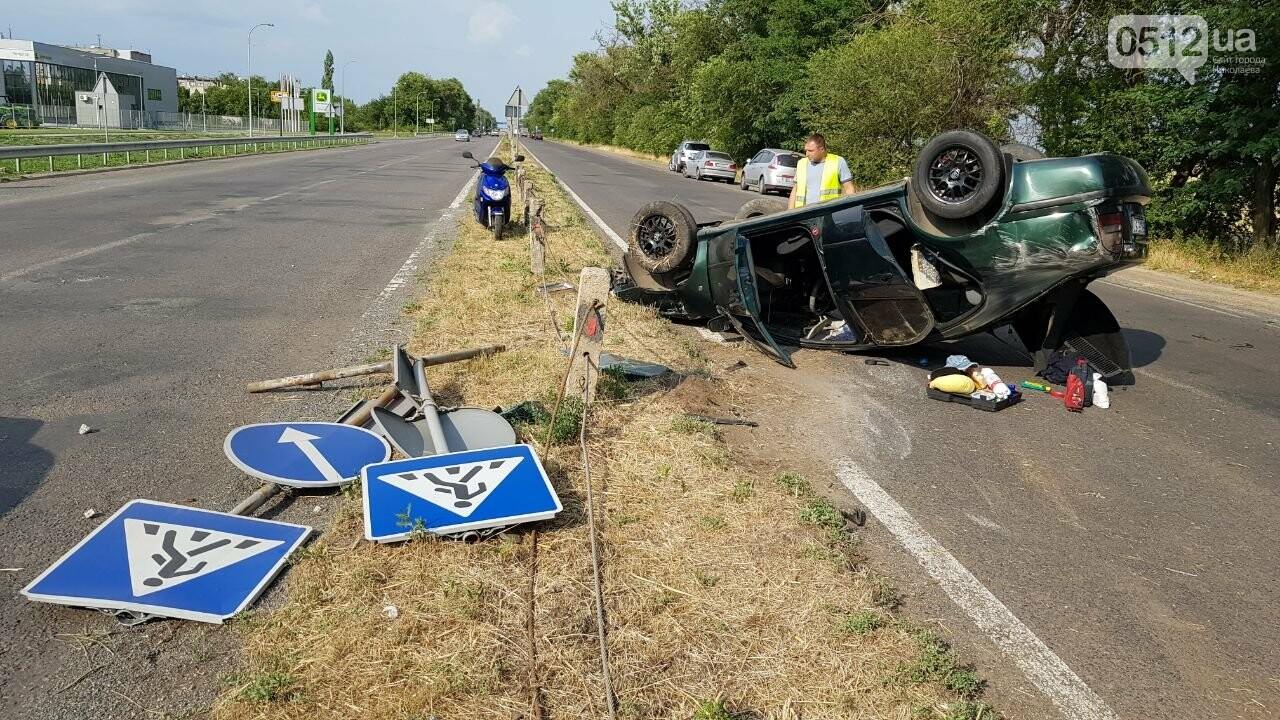 Под Николаевом перевернулась иномарка - водитель утверждает, что её подрезали, - ФОТО, ВИДЕО, фото-2