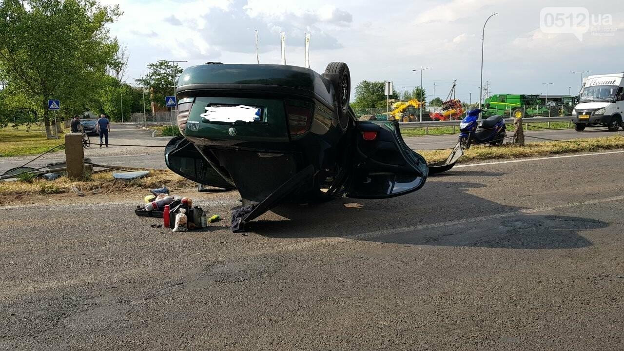 Под Николаевом перевернулась иномарка - водитель утверждает, что её подрезали, - ФОТО, ВИДЕО, фото-5