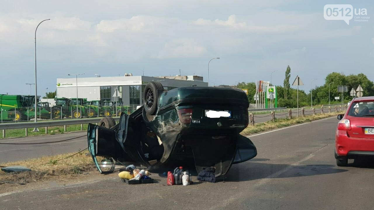 Под Николаевом перевернулась иномарка - водитель утверждает, что её подрезали, - ФОТО, ВИДЕО, фото-8