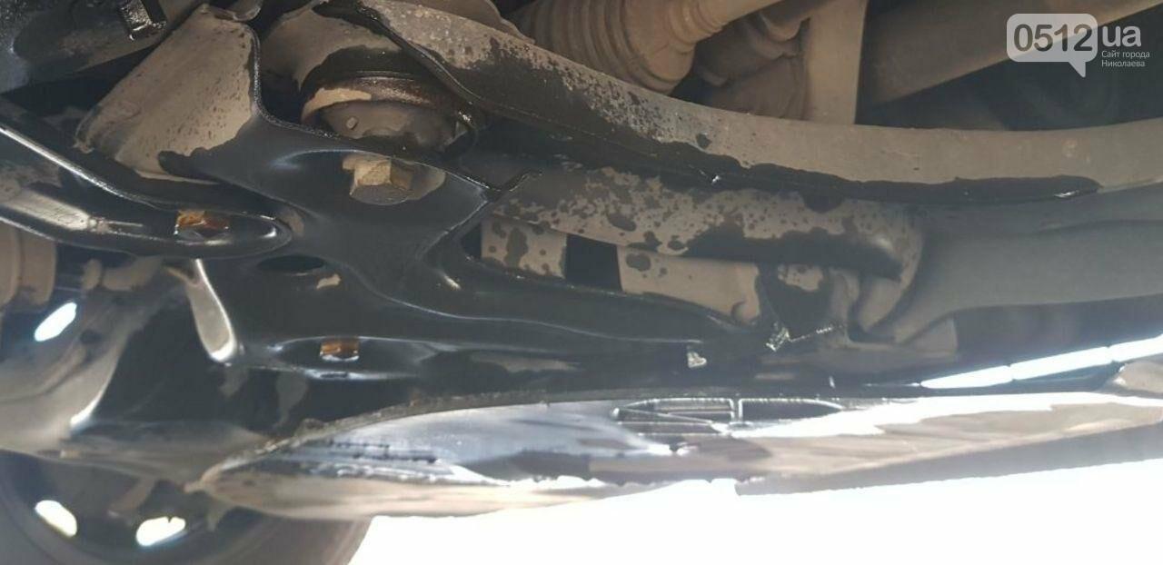 На трассе по дороге в Николаев Skoda пробила поддон, угодив в яму, - ФОТО, фото-3