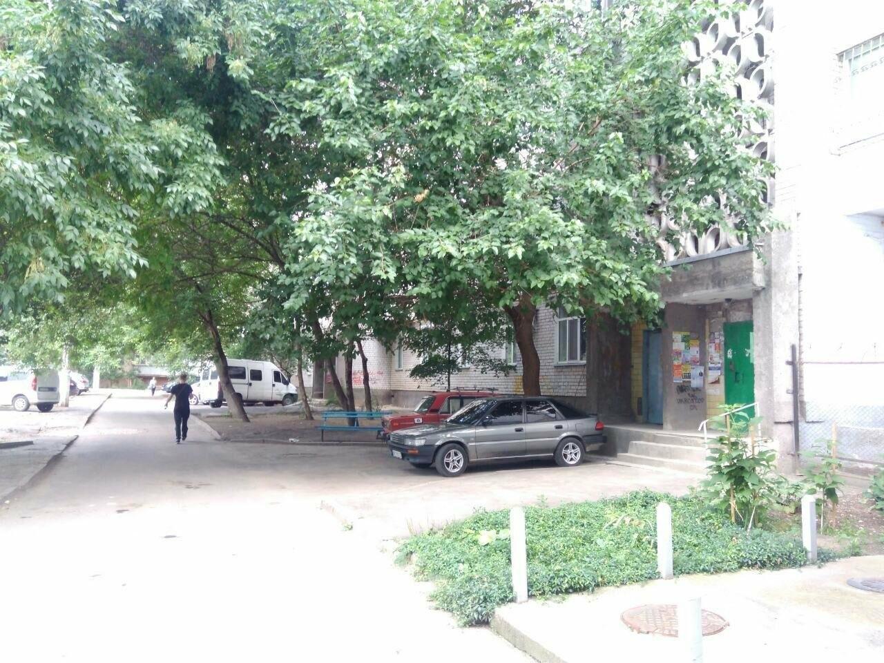 В Николаеве 13-летняя девочка отравилась алкоголем - её госпитализировали, фото-1