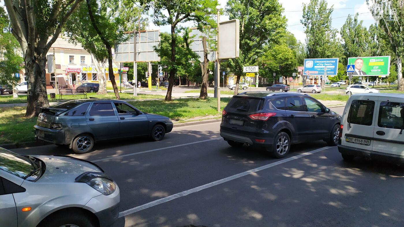 В центре Николаева столкнулись ВАЗ и Ford - образовалась большая пробка, - ФОТО, ВИДЕО, фото-1