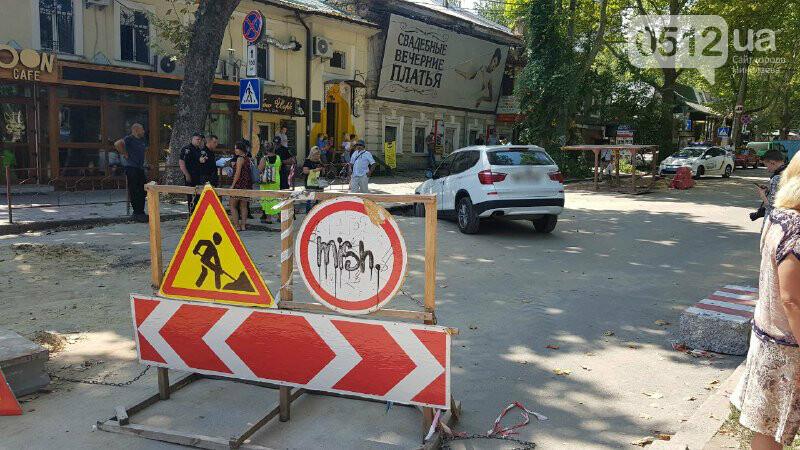 В центре Николаева автомобиль провалился в яму, - ФОТО, ВИДЕО, фото-2