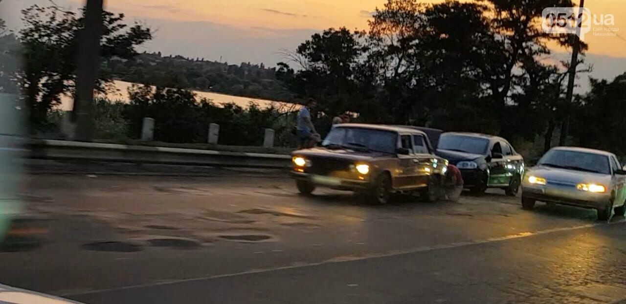 В Николаеве из-за ДТП на мосту образовалась огромная пробка, - ФОТО , фото-2