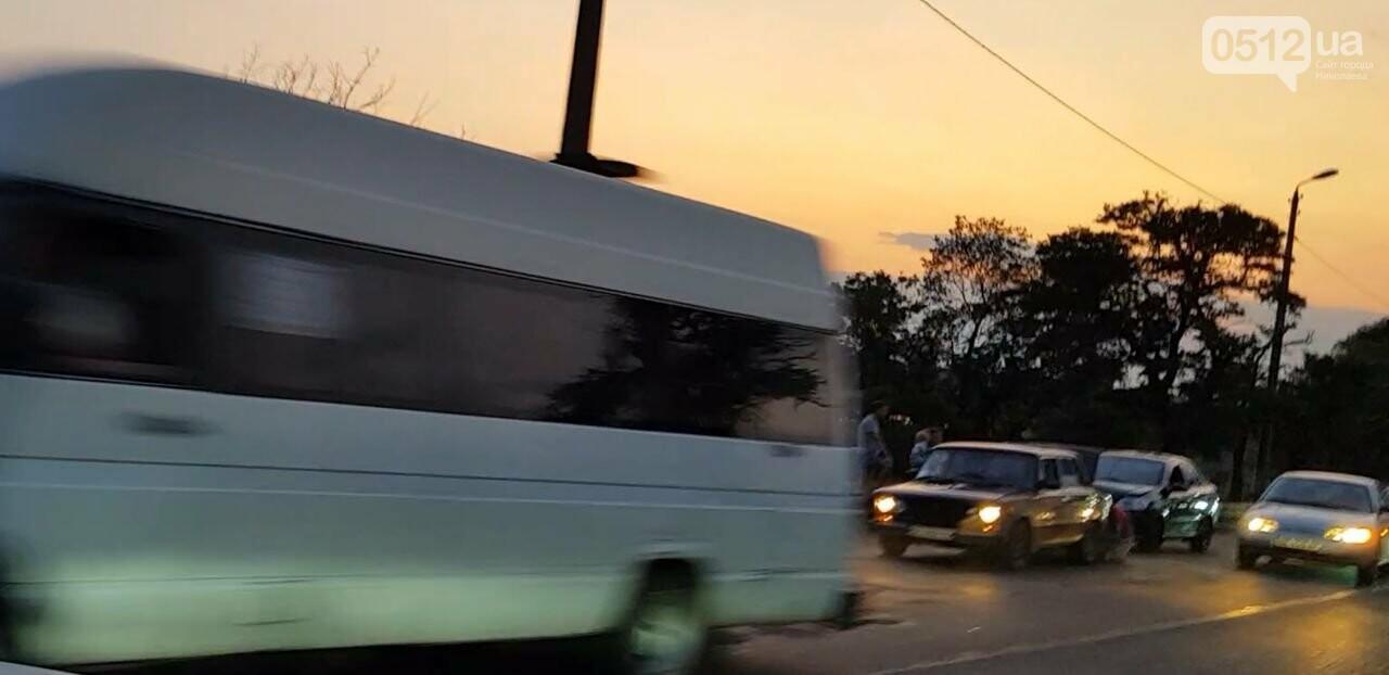 В Николаеве из-за ДТП на мосту образовалась огромная пробка, - ФОТО , фото-3