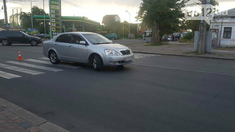В Николаеве автомобиль на пешеходном переходе сбил девушку с ребенком, - ФОТО, фото-1