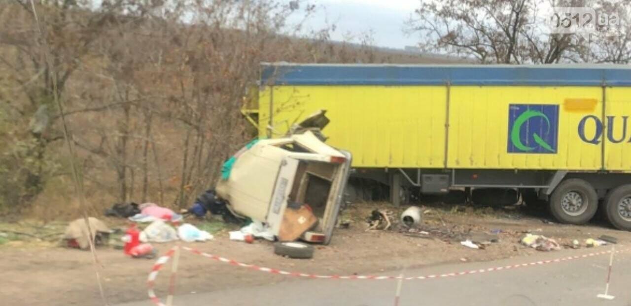 На николаевщине столкнулись грузовик и Fiat: насмерть разбились три человека, - ФОТО, фото-2