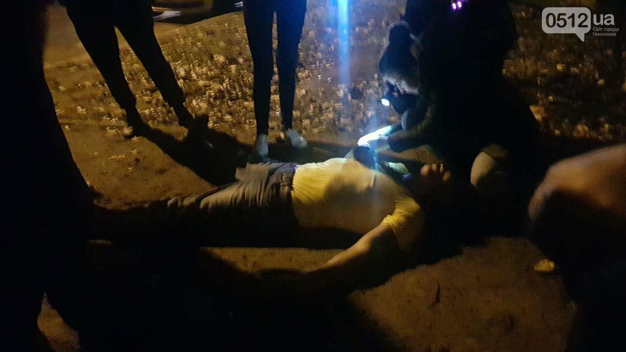 Ночью в Николаеве патрульные обнаружили мужчину в неадекватном состоянии, - ФОТО, ВИДЕО, фото-1
