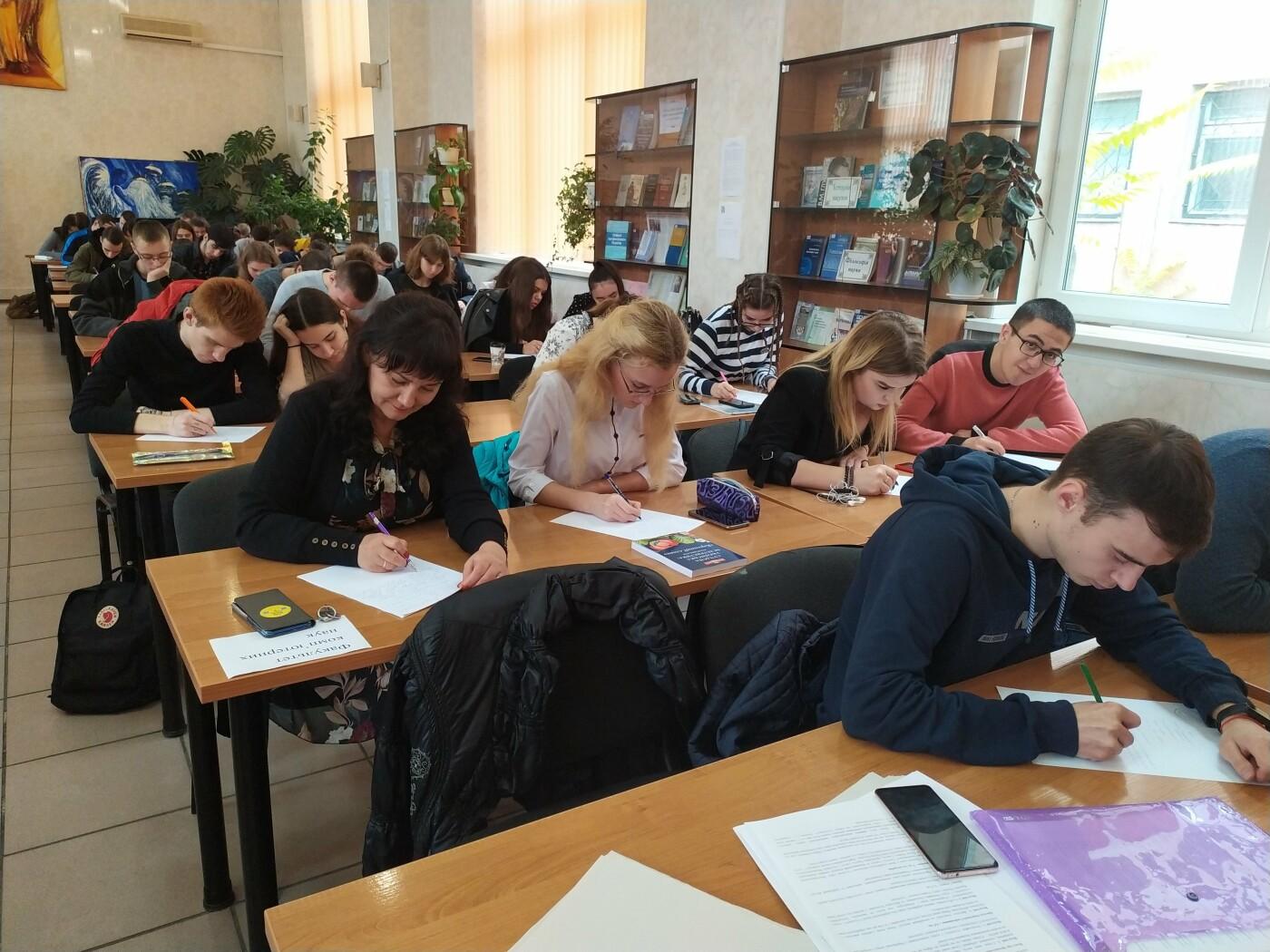 """В Николаевской """"Могилянке"""" написали диктант ко Дню украинской письменности, - ФОТО , фото-2"""