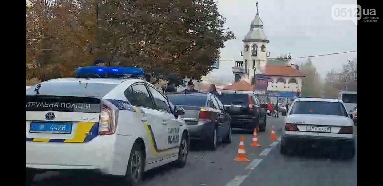 В Николаеве на Центральном проспекте столкнулись две иномарки, - ФОТО, фото-2