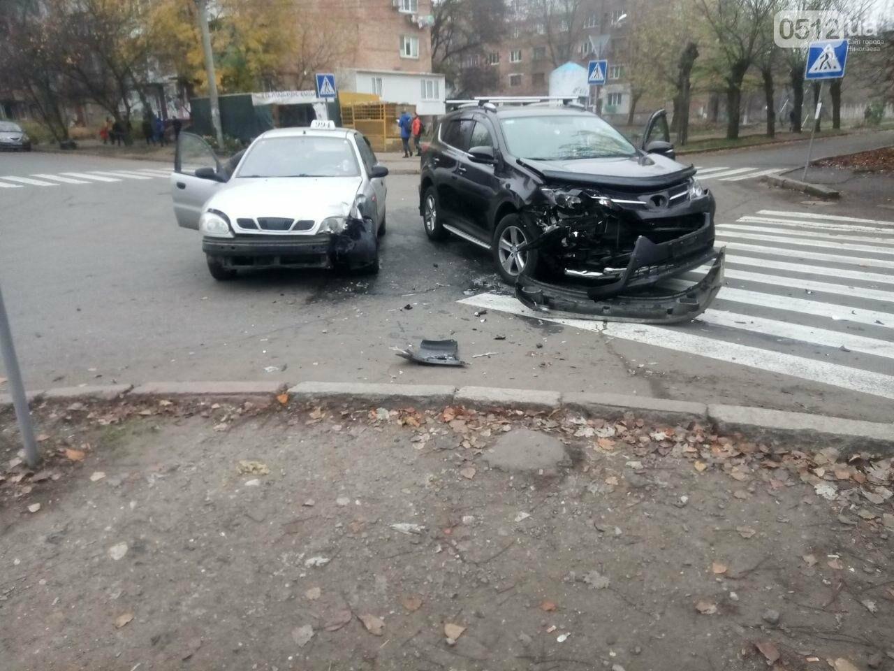"В Николаеве столкнулись ""Toyota"" и ""Daewoo Lanos"", - ФОТО , фото-2"