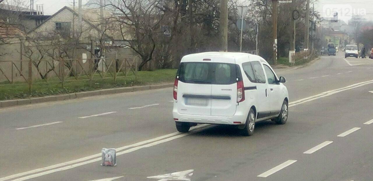 """В Николаеве столкнулись автобус и """"Renault"""", - ФОТО , фото-2"""