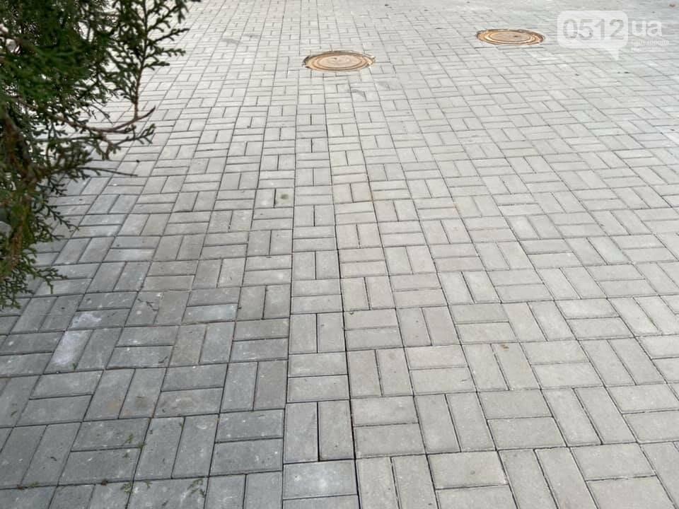 В Николаеве возле Кукольного театра устелили плиткой еще один тротуар, фото-4