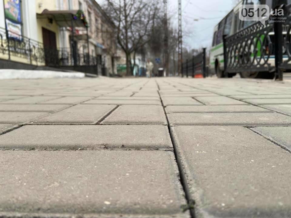 В Николаеве возле Кукольного театра устелили плиткой еще один тротуар, фото-2
