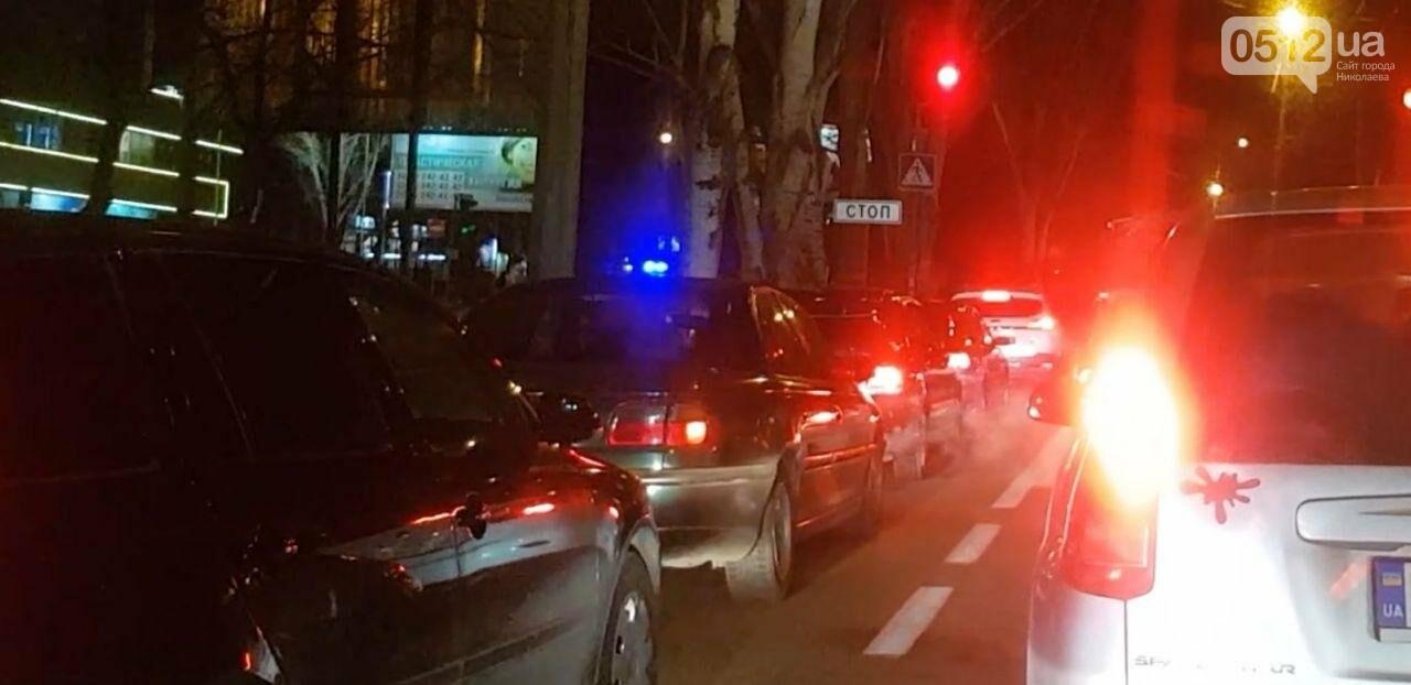 В центре Николаева троллейбус врезался в автомобиль Lada, - ФОТО, фото-4