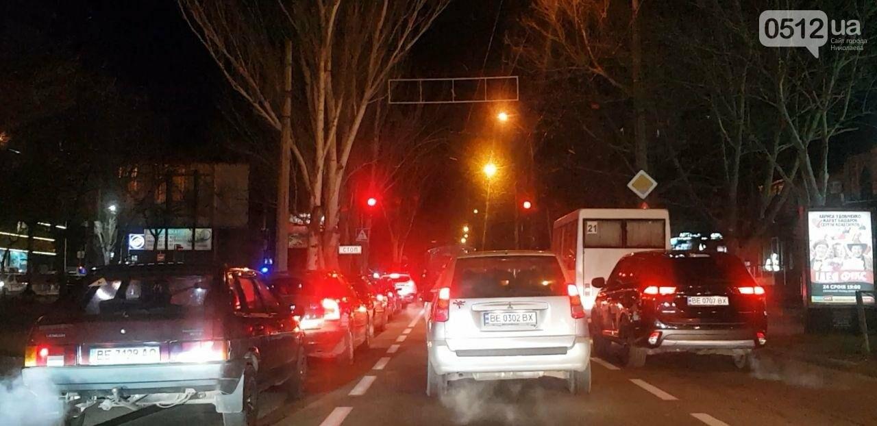 В центре Николаева троллейбус врезался в автомобиль Lada, - ФОТО, фото-5