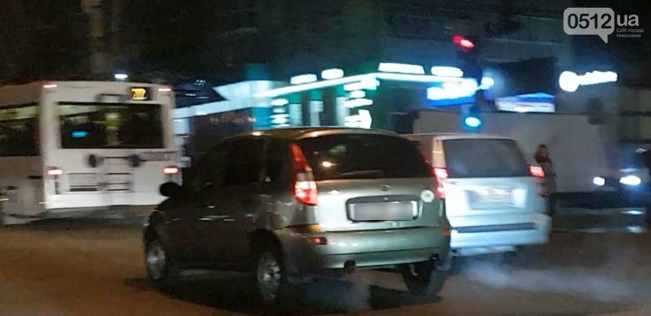 В центре Николаева троллейбус врезался в автомобиль Lada, - ФОТО, фото-6