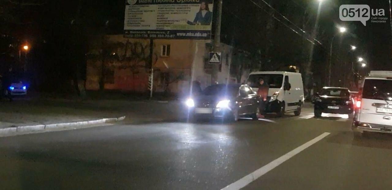 В Николаеве на Карпенко микроавтобус въехал в Opel, - ФОТО, фото-1