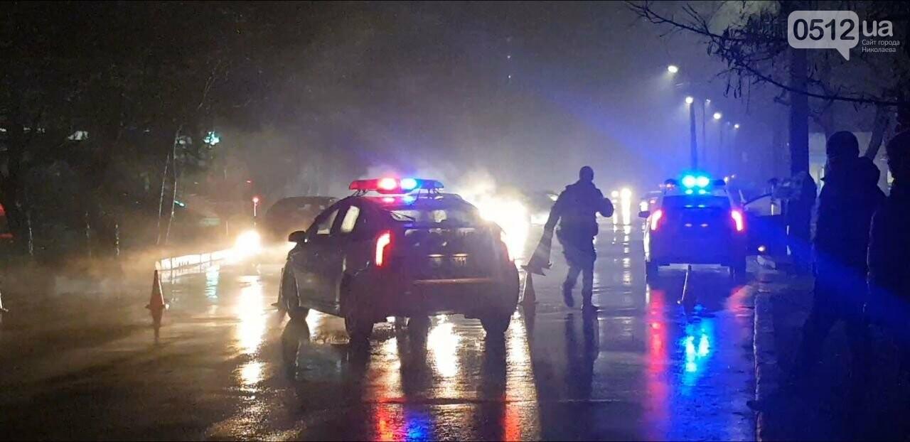 В Николаеве Porsche задел авто, сбил двух пешеходов и скрылся, - ФОТО, ВИДЕО, фото-3
