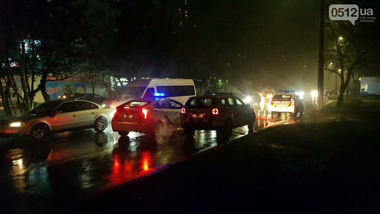 В Николаеве Porsche задел авто, сбил двух пешеходов и скрылся, - ФОТО, ВИДЕО, фото-4
