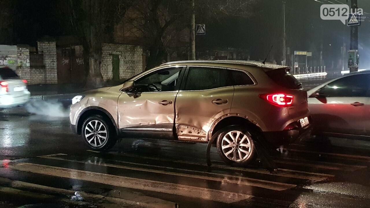 В Николаеве Porsche задел авто, сбил двух пешеходов и скрылся, - ФОТО, ВИДЕО, фото-7