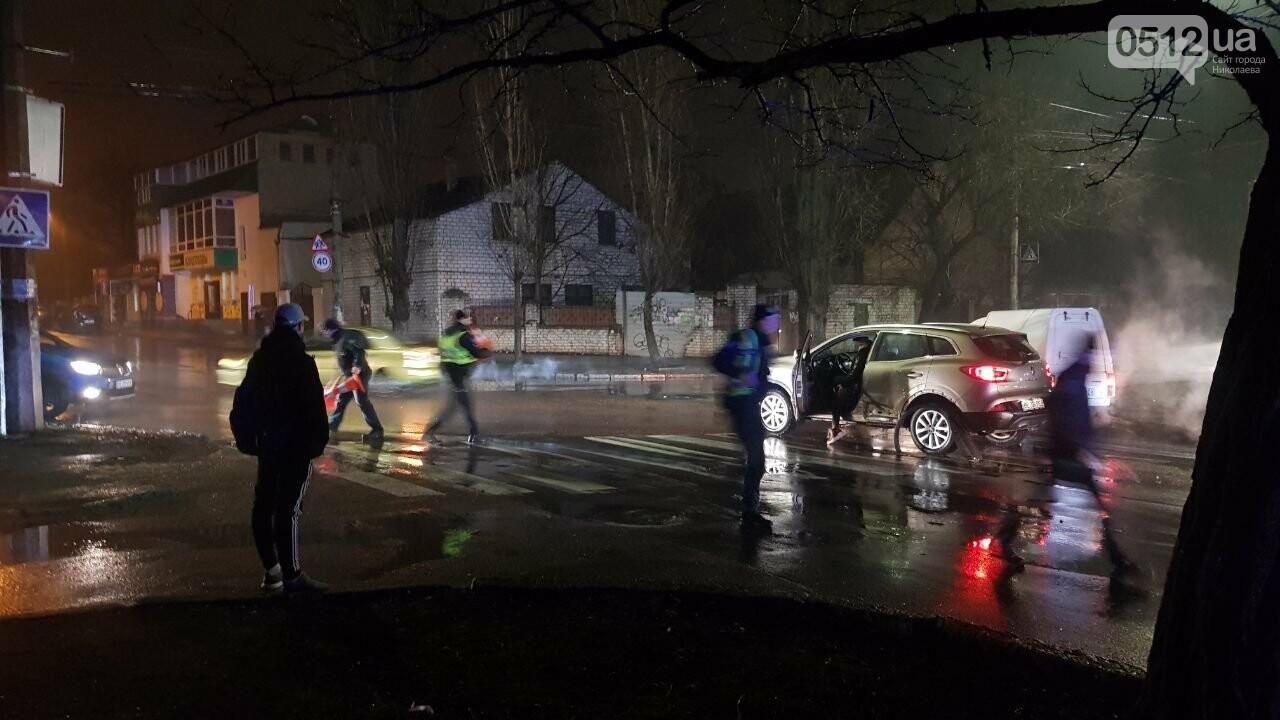 В Николаеве Porsche задел авто, сбил двух пешеходов и скрылся, - ФОТО, ВИДЕО, фото-1