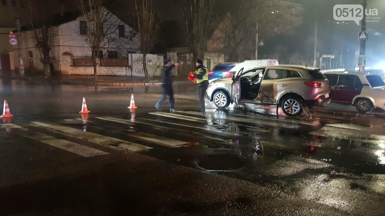 В Николаеве Porsche задел авто, сбил двух пешеходов и скрылся, - ФОТО, ВИДЕО, фото-2