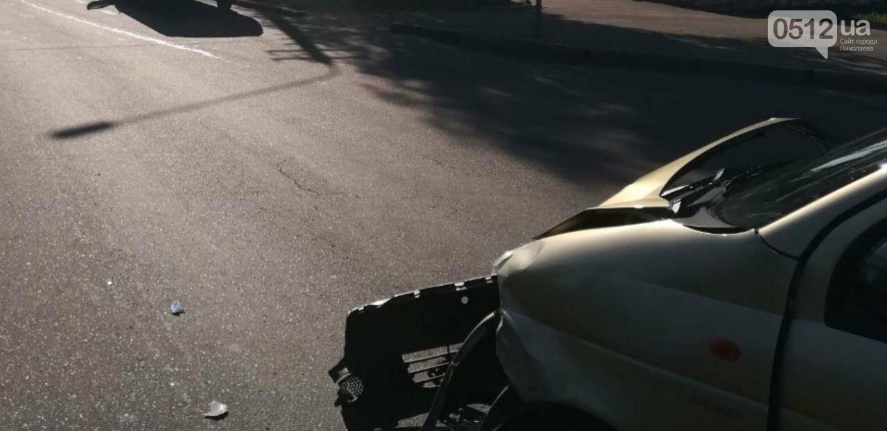 В центре Николаева на перекрестке столкнулись два автомобиля, - ФОТО, фото-6