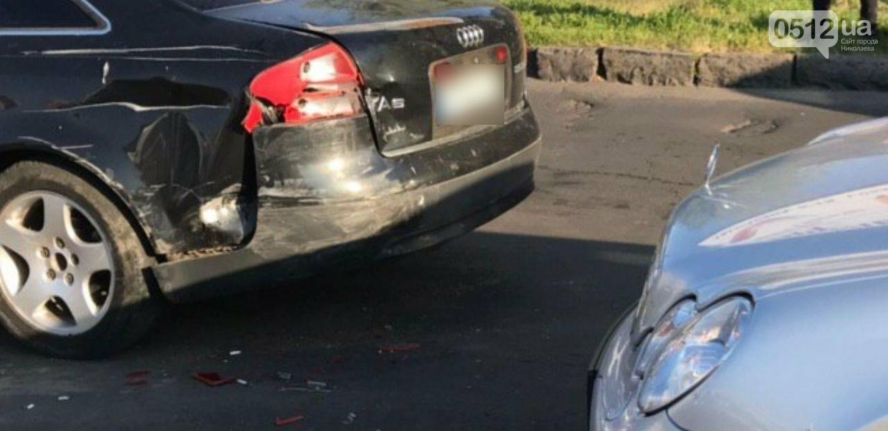 В Николаеве столкнулись две иномарки - беременную пассажирку увезли в больницу, - ФОТО, фото-1