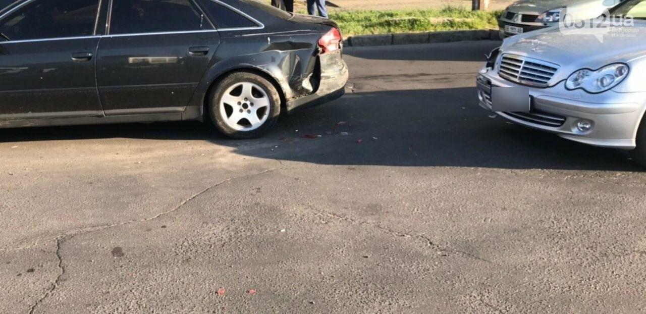 В Николаеве столкнулись две иномарки - беременную пассажирку увезли в больницу, - ФОТО, фото-4