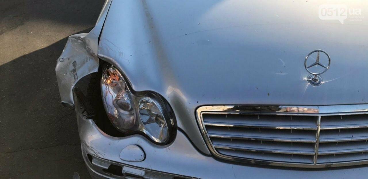 В Николаеве столкнулись две иномарки - беременную пассажирку увезли в больницу, - ФОТО, фото-5