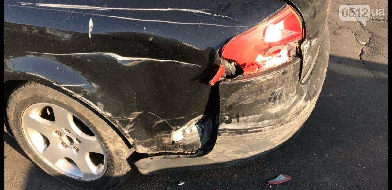 В Николаеве столкнулись две иномарки - беременную пассажирку увезли в больницу, - ФОТО, фото-7